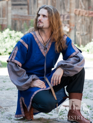 Tunica medievale classica con maniche corte disponibile for Classica stoffa inglese