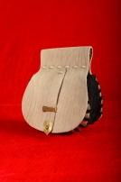 Средневековая круглая поясная сумочка.